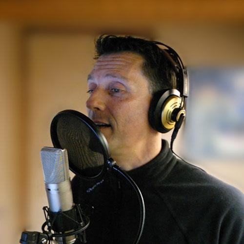 Dans la cabine d'enregistrement du studio Voix-Off